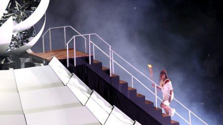 Naomi Osaka brought Lights Olympic cauldron in Tokyo Olympics 2020