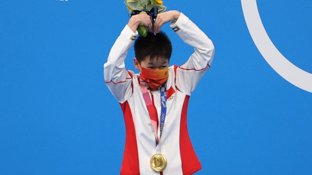Quan Hongchan: China's diving duo wins 10m platform gold and silver