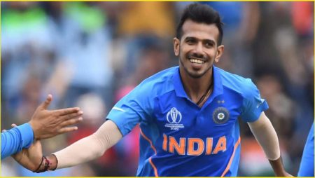Yuzvendra Chahal joins Royal Challengers Bangalore while wearing a Team India mask in Indian Premier League: IPL 2021