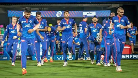 """Aakash Chopra says """"Life isn't about ifs and buts"""" in IPL 2021"""