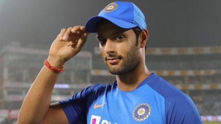 Aakash Chopra considers Shivam Dube's constant barring in IPL 2021
