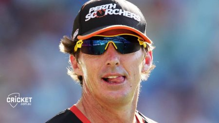 """Brad Hogg says """"Where they both fall apart is in form of the No.6 batter"""" in IPL 2021"""