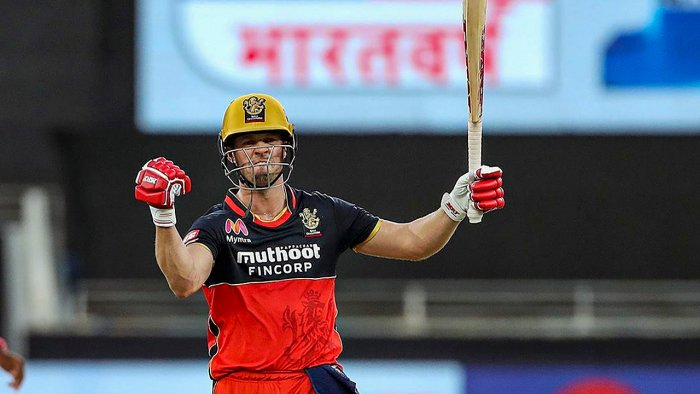 """Brad Hogg says """"Knowing that AB de Villiers is there behind him"""" in IPL 2021"""